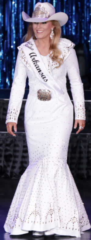 Bayleigh Warren, Miss Rodeo Arkansas in a white lambskin dress